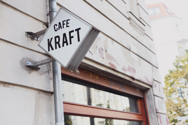 Cafe_Kraft_Berlin_Prenzlauer_Berg_Kaffee_Koffein_Zu_Gast_Marco_Prüfer_Jarves_Drechsler_01
